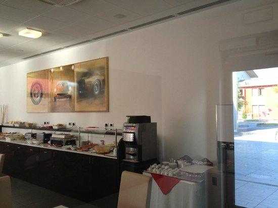 Hotel Maranello Village: Desayunador