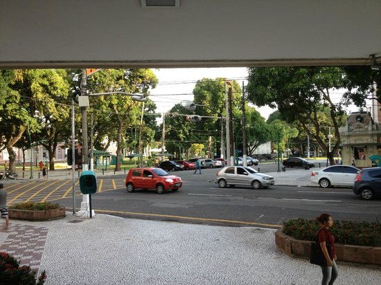 Hotel Princesa Louçã : View from the lobby looking out to the Praca.