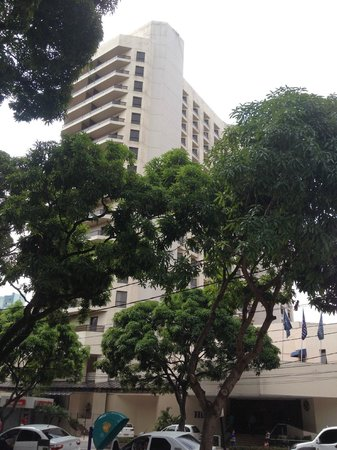 Hotel Princesa Louçã : View of the Hilton from the Praca.