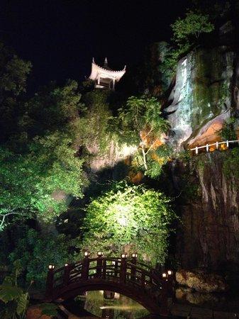 The Garden Hotel Guangzhou: The inner courtyard waterfall in the evening