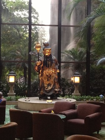 The Garden Hotel Guangzhou: A friendly face in the Lobby bar!