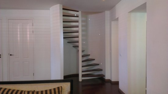 Scuba Lodge & Suites: Stairs