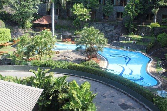 Earl's Regency : Pool Area