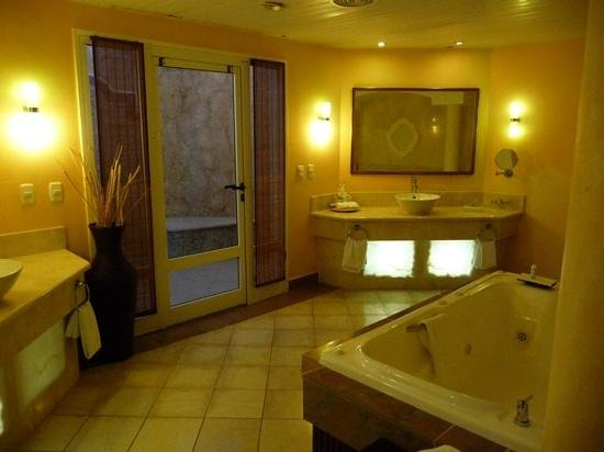 Paradisus Varadero Resort & Spa: royal service bathroom