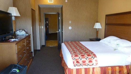Drury Inn & Suites Flagstaff : King bedroom area