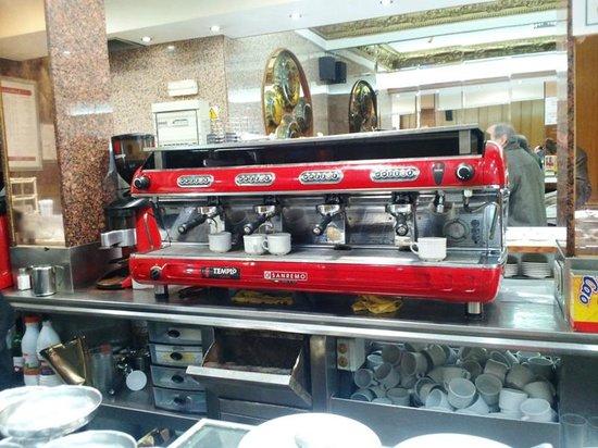 Los Pinchitos: Serious Coffee