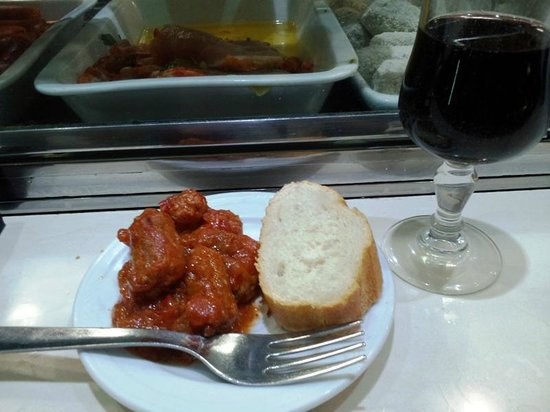 Los Pinchitos: Sausages and Rioja