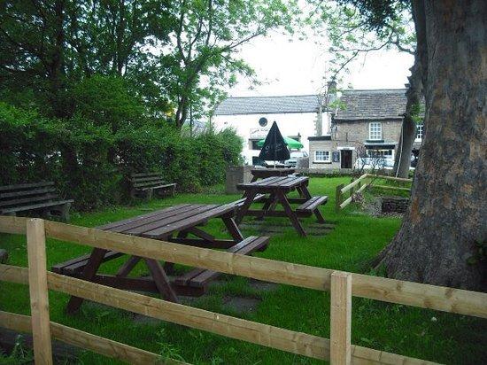 The Woodroffe Arms: Beer garden