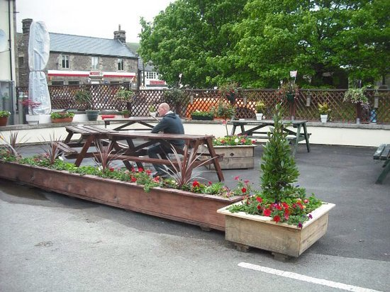 The Woodroffe Arms: Outdoor seating