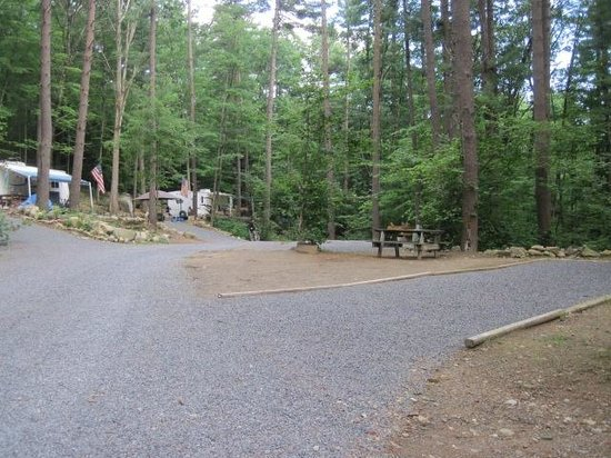 Site ombrag ds la montagne picture of king phillips for Lake george cabins and rv park lake george co
