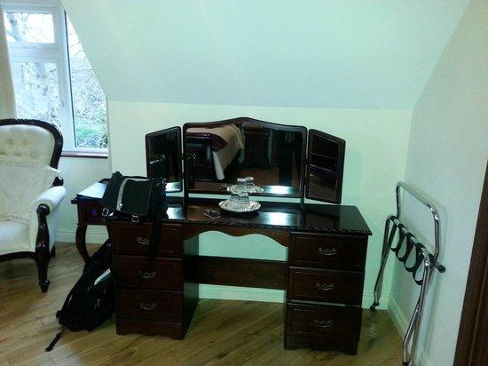 Rockcrest House: spacious room