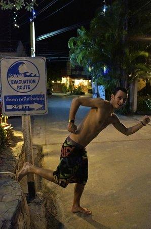 Ma Maison Phuket: chemin pour aller a la plage