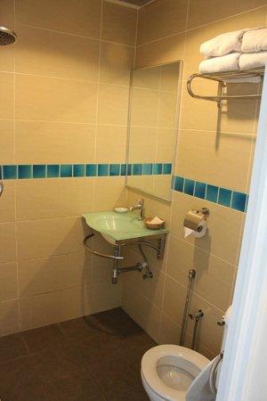 Hotel Asia Langkawi: Bathroom