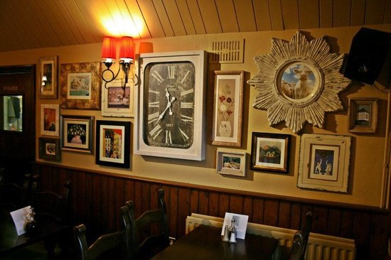 The Horseshoe Inn: Picture wall