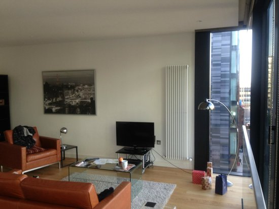 Scotia Grand Residence - Quartermile Apartments: Looking back into the lounge