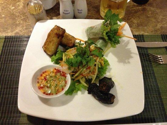 Purple Cherry Restaurant: Vietnam combination dish