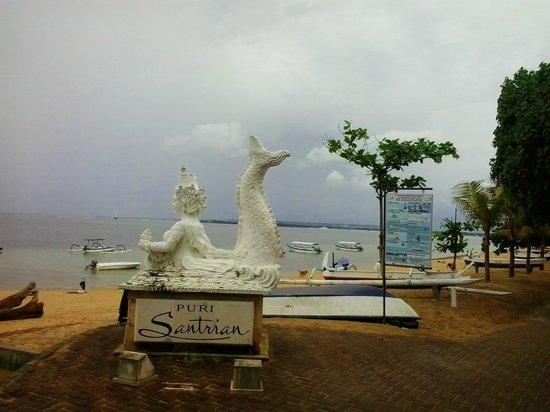 Puri Santrian: Beach