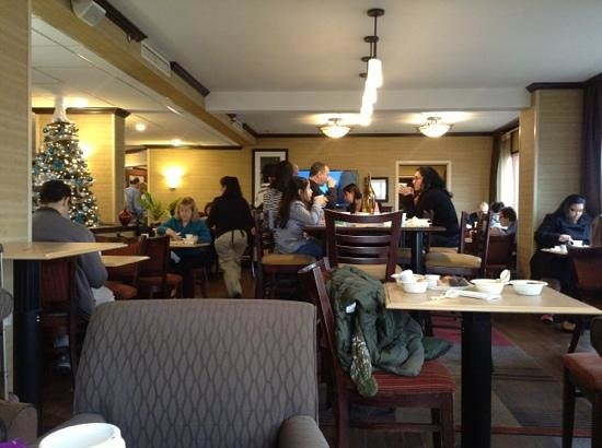 Hampton Inn Newark-Airport : Rush hour during breakfast