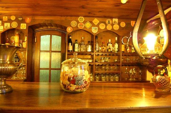 Hosteria La Posta del Cazador: Bar en el comedor