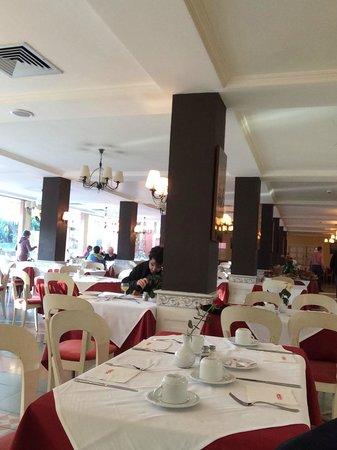 Hotel Chems : Restaurante do café da manhã