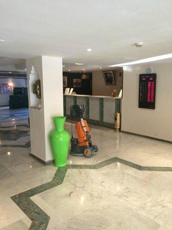 Hotel Chems : Hall de entrada