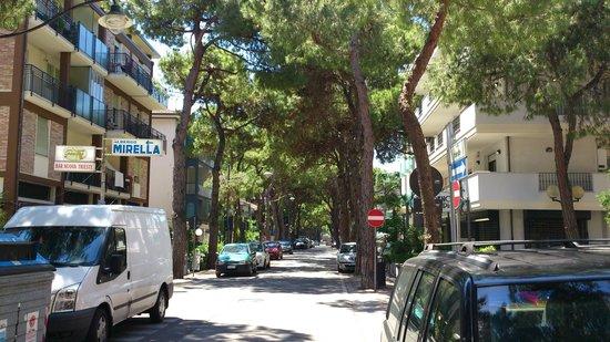Hotel Calypso: Улица Trieste