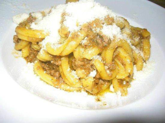 Osteria Boccon del Prete: Caserecci di pasta di pane con ragù alla toscana e rosmarino