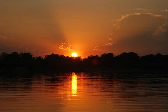 Chundukwa River Lodge: sunset river cruise