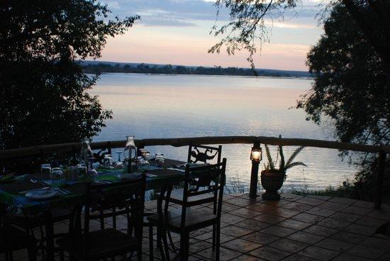 Chundukwa River Lodge: dinner time