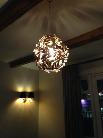 Reykjavik Residence Suites: Light in the sitting area