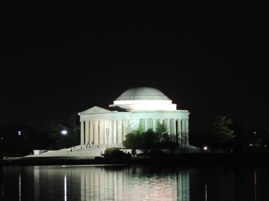 Monuments by Moonlight Night Tour: The Jefferson Memorial