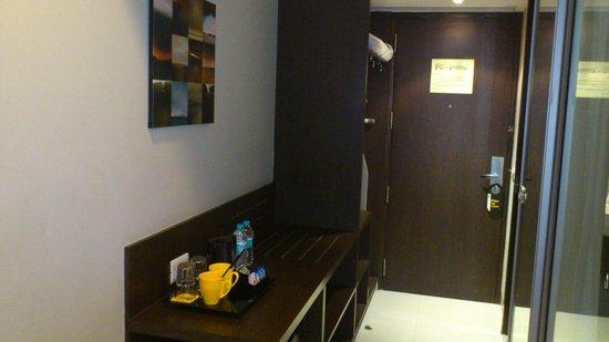 Keys Select Hotel Whitefield, Bengaluru : Mini Kitchen and Room