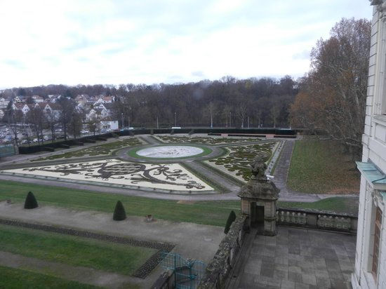 Ludwigsburg Palace (Residenzschloss) : picture of the gardens, would be amazing in the summer I'm sure!