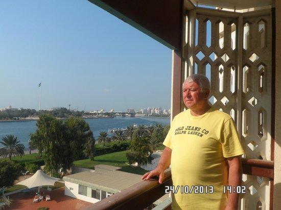 Hotel Holiday International Sharjah : На балконе номера