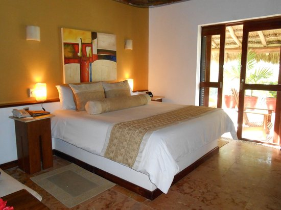 Ana y Jose Charming Hotel & Spa : Our garden view suite -- the suites are large in size & include a comfortable indoor seating are