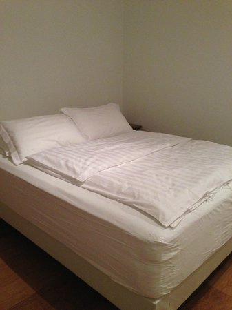 Rey Apartments Hotel : Double bed
