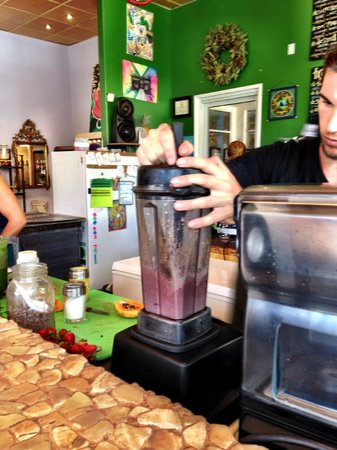 Choice Health Bar: Blending juices and bowls