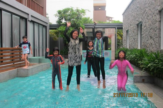 Deevana Plaza Krabi Aonang: Childrenn love its pool..