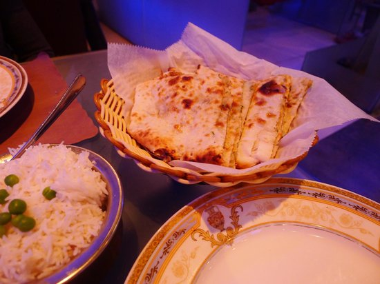 Guru Palace: Onion Kulchas and rice
