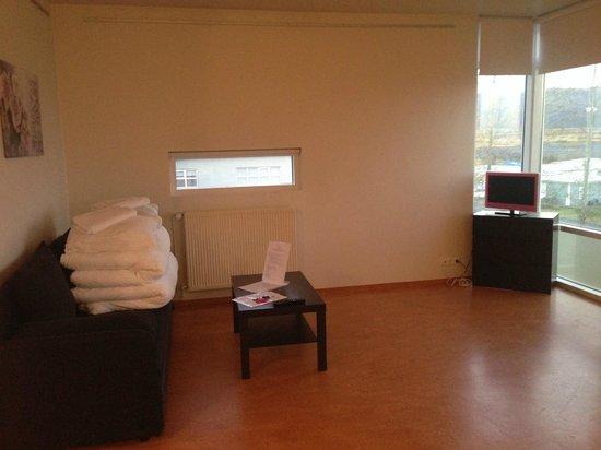 Golden Circle Apartments: Living Room
