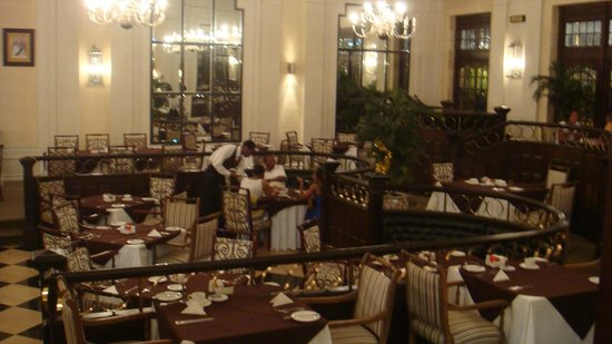 Royal Hotel: Grand old dining area
