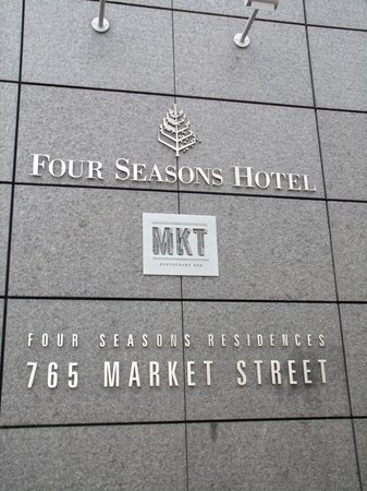 Four Seasons Hotel San Francisco: signage