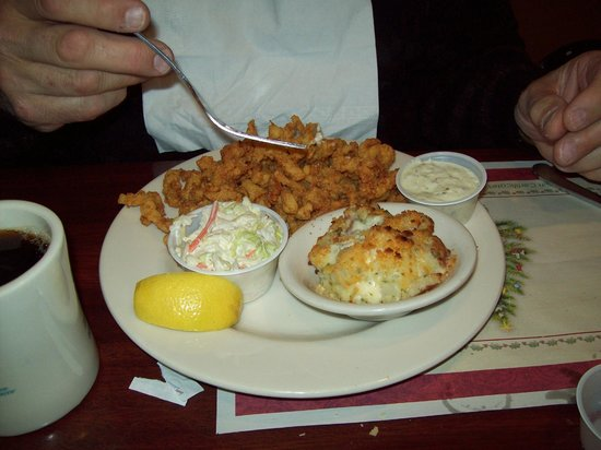 Captain Parker's Pub: the best clam strips ever eaten!