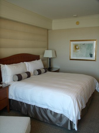 Four Seasons Hotel San Francisco: bed