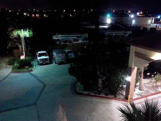 Amerik Suites Laredo Behind Mall Del Norte : Front parking lot... from room.