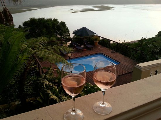 Bradach Manor : Enjoying a glass of wine on the balcony