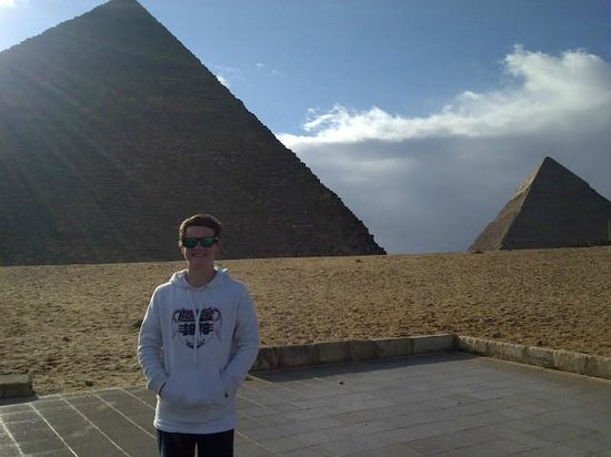 Cairo-Overnight Tours - Day Tours : Spud at Pyramids
