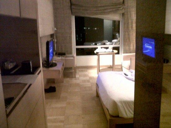 Vivanta by Taj - President, Mumbai: Nice simple room