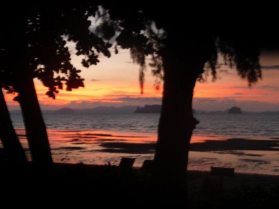 Tup Kaek Sunset Beach Resort : Sunset