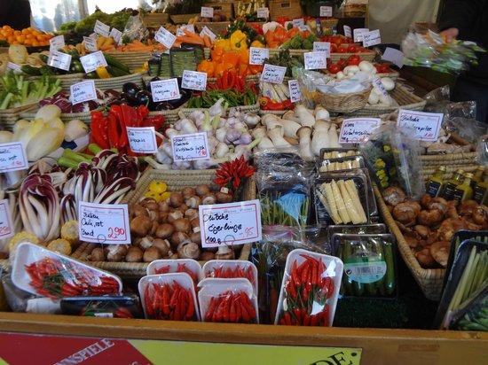 Viktualienmarkt: les petits légumes du bout du monde